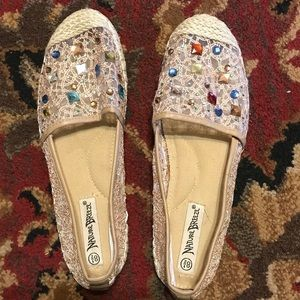Nature Breeze casual shoes with rhinestones 8.5